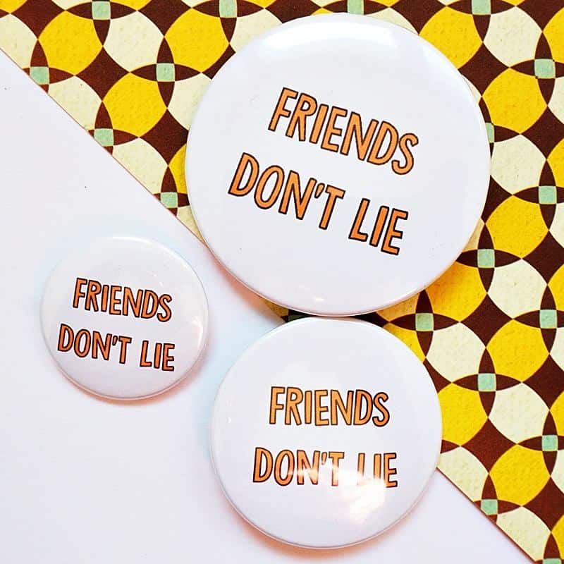 przypinka Stranger Things Friends don't Lie